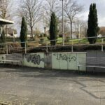 Sandhausen: Spray-Schmierereien an Gemeindebibliothek - Polizei sucht Zeugen