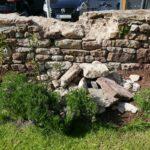 Vandalismus im Kirchgarten der Mauritiuskirche - Trockenmauer beschädigt