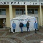 Weitere Schnellteststation vor dem Kurpfalz Centrum in Leimen