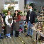 OB Hans Reinwald zum Eröffnungsbesuch beim Blumen Atelier Leimen