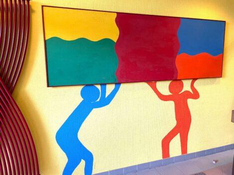 Der Förderverein der Gauangellocher Schlossbergschule malt die Schule bunt