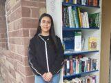 Jugend-Gemeinderätinnen kümmern sich um Bücherregal im Leimener Freibad
