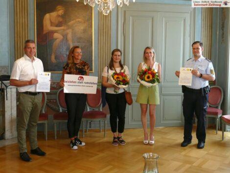 Ehrung im Rathaus: Irina Schäfer und Antonina Kirgizova retteten 10-jJhrigem das Leben