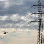 Hochspannende Prüfung per Helikopter - Syna kontrolliert Strom-Freileitungen