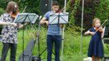 Picknickdeckenkonzert der Musikschule: </br>Erst kalte Dusche, dann herzwärmende Musik